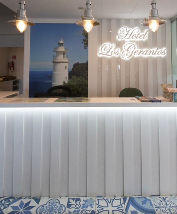 Empfang Hotel Los Geranios